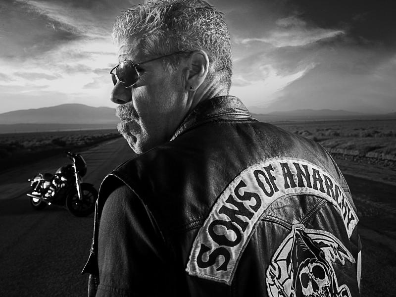 Ron Perlman in una foto promozionale della stagione 3 di Sons of Anarchy