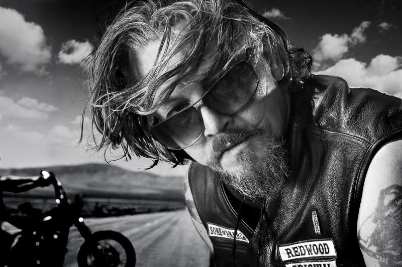 Tommy Flanagan in una foto promozionale della stagione 3 di Sons of Anarchy