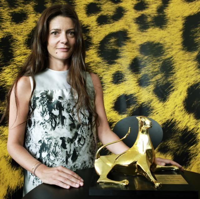 Chiara Mastroianni a cLocarno 2010 con l'Excellence Award Moet & Chandon