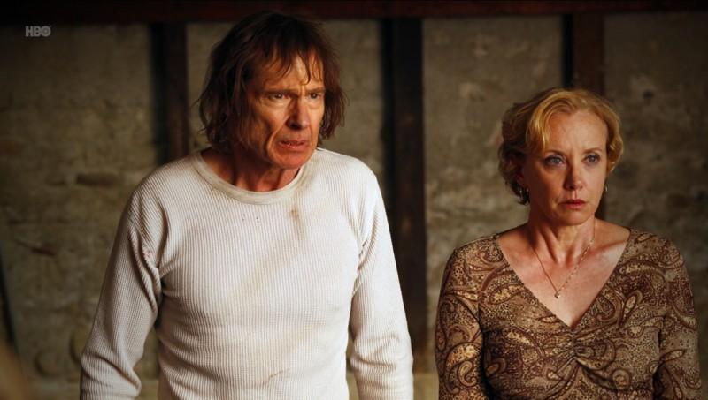 J. Smith-Cameron e Cooper Huckabee nell'episodio Hitting the Ground di True Blood