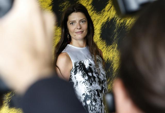 Una sorridente Chiara Mastroianni a Locarno 2010 riceve l'Excellence Award Moet & Chandon
