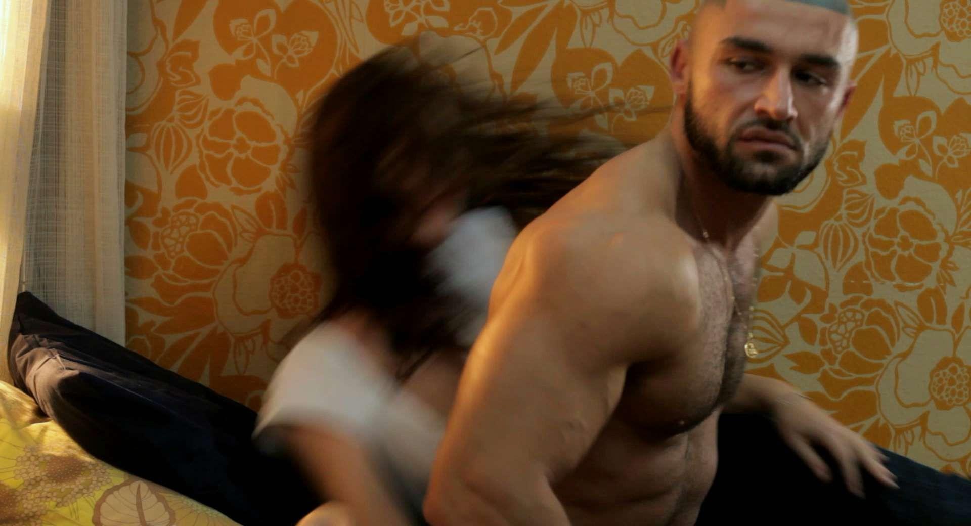 Wallpaper: François Sagat in una scena di Homme au bain (2010)