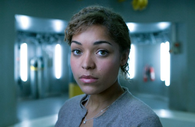 Antonia Thomas è Maddy in una foto promozionale di The Deep