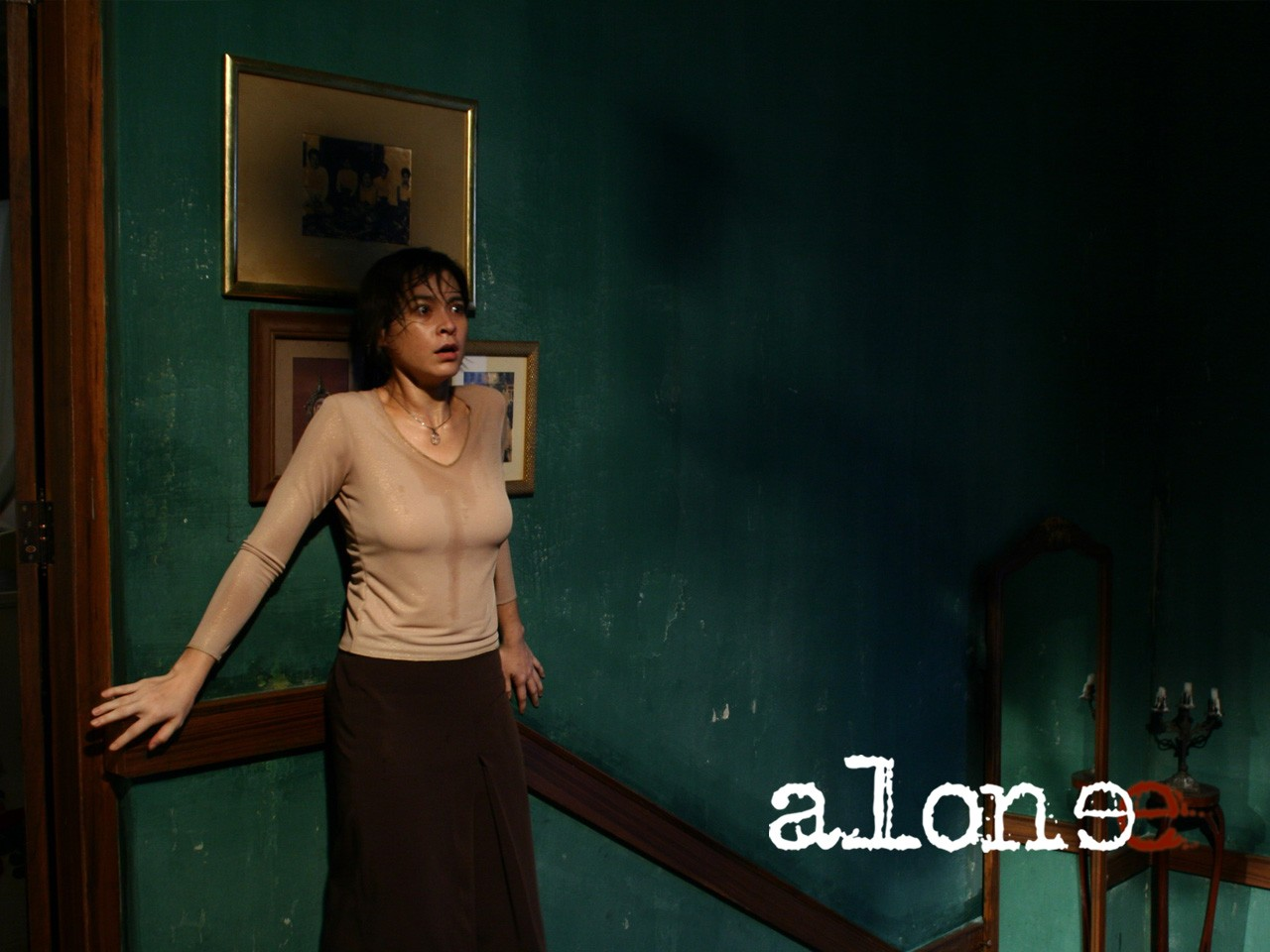 Wallpaper del film thailandese Alone.
