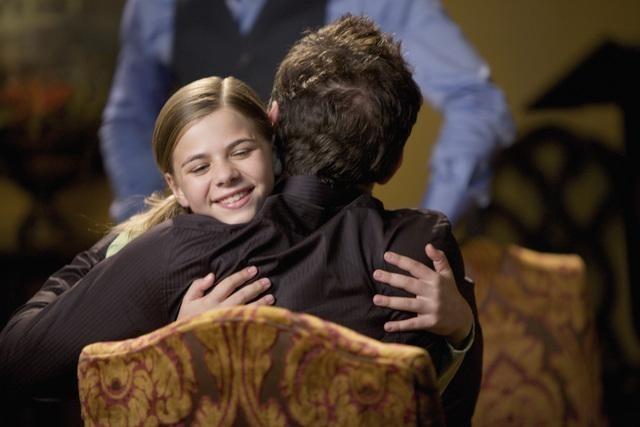 Georgia Cole e Paul Blackthorne nell'episodio Jurisdiction di The Gates