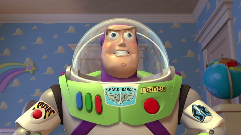 Il celebre Buzz Lightyear in una scena del film d\'animazione Toy Story (1995)