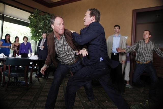 Louis Herthum e Linden Ashby nell'episodio Dog Eat Dog di The Gates