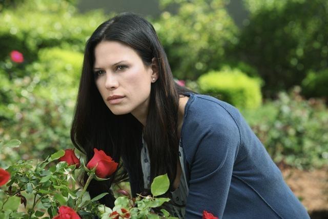 Rhona Mitra nell'episodio Breach di The Gates