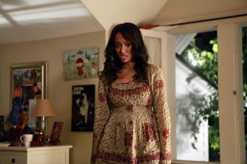 Bonnie (Katerine Graham) con un'espressione sconvolta nell'episodio La storia si ripete di The Vampire Diaries