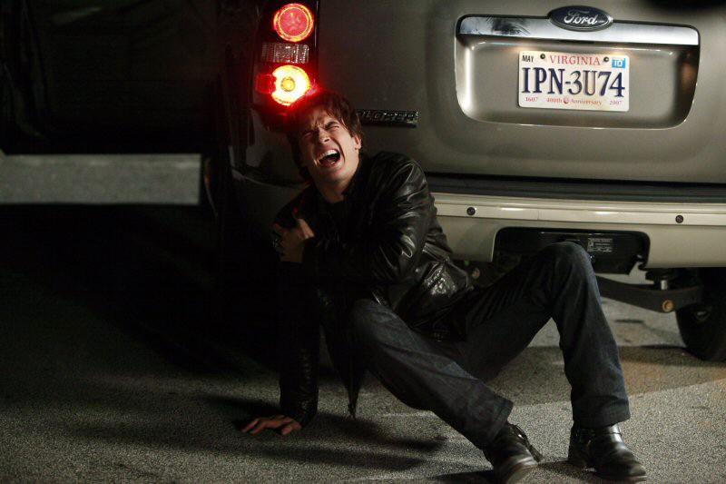 Ian Somerhalder con un'espressione sofferente nell'episodio Punto di svolta di Vampire Diaries