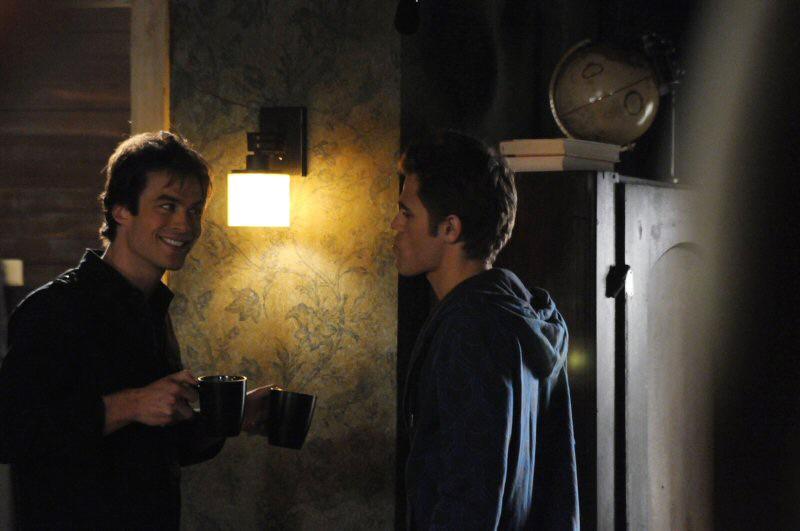 Ian Somerhalder e Paul Wesley durante le riprese dell'episodio La storia si ripete di The Vampire Diaries