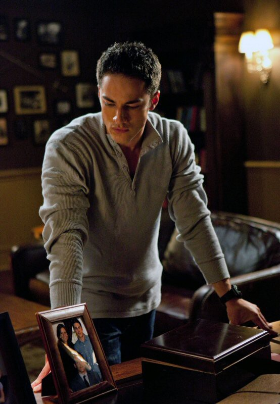 Un pensieroso Tyler (Michael Trevino) nell'episodio The Return di Vampire Diaries