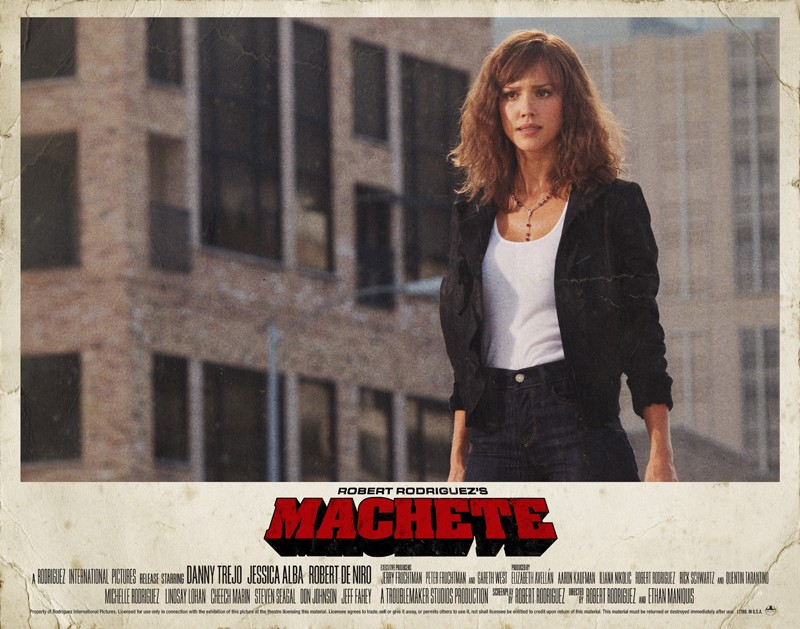 Un poster orizzontale di Jessica Alba per il film Machete