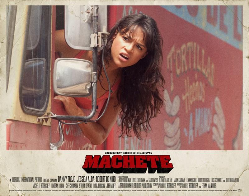 Un poster orizzontale di Michelle Rodriguez per il film Machete