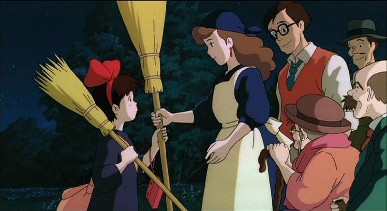 La piccola Kiki e la sua famiglia in una scena del film d\'animazione Kiki consegne a domicilio