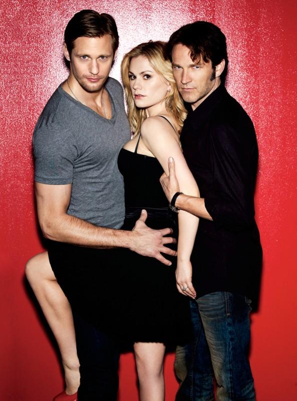 Alexander Skarsgard, Anna Paquin e Stephen Moyer in un'immagine promozionale della stagione 3 di True Blood