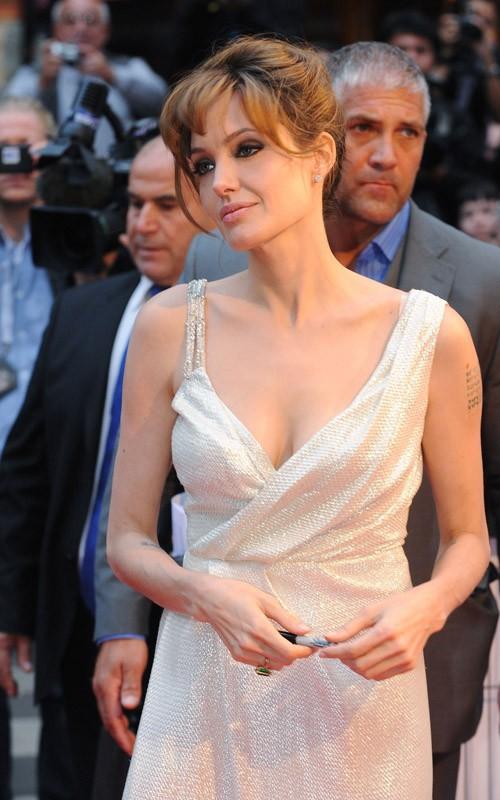 Angelina Jolie alla premiere parigina del film Salt, il 17 Agosto 2010