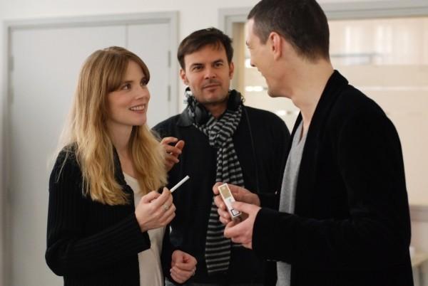 Isabelle Carré, il regista François Ozon e Louis-Ronan Choisy sul set del film Le refuge