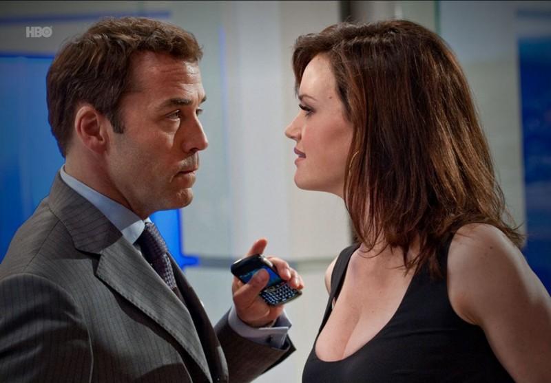 Jeremy Piven e Carla Gugino nell'episodio Hair di Entourage