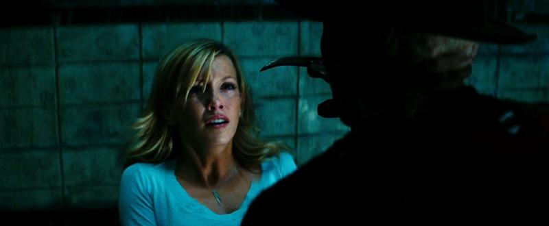 Katie Cassidy e Jackie Earle Haley in una scena del remake di Nightmare