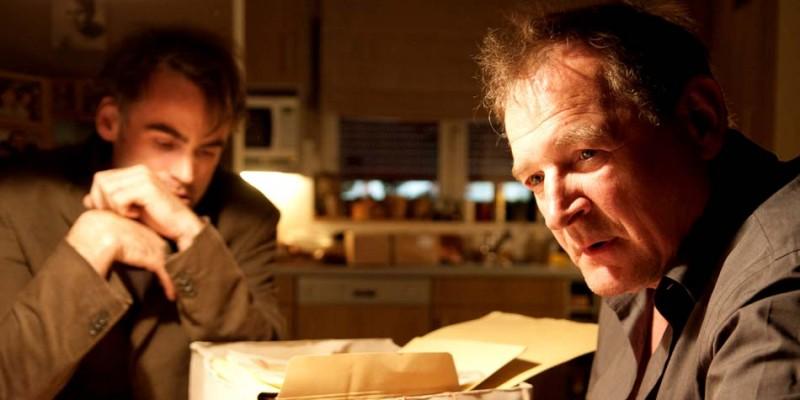 Sebastian Blomberg e Burghart Klaußner in una scena di Das letzte Schweigen