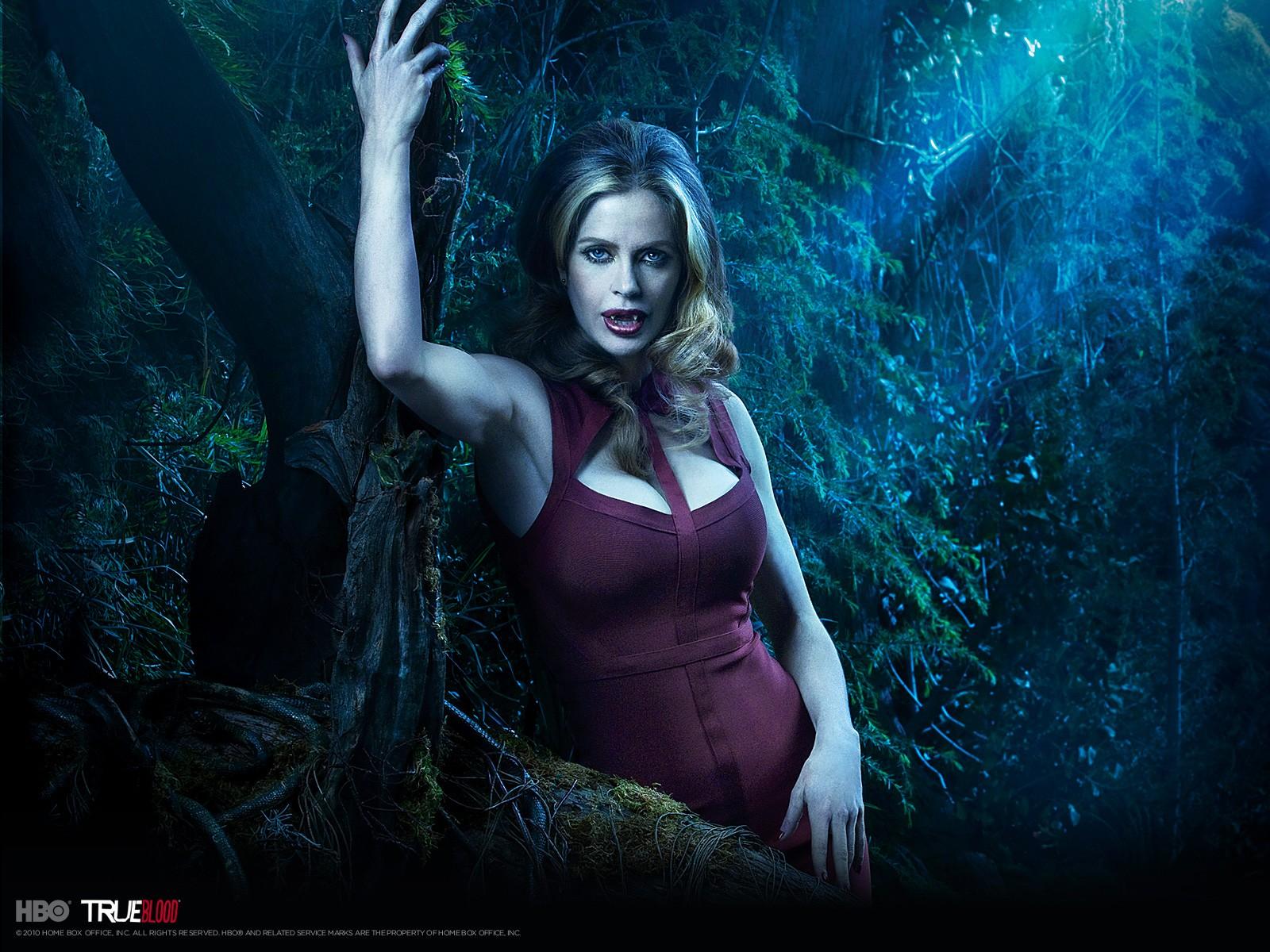 Wallpeper: Kristin Bauer per la stagione 3 di True Blood