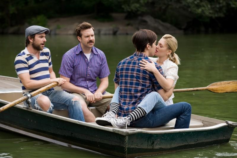 Charlie Day, Jason Sudeikis, Justin Long e Drew Barrymore nella commedia Amore a mille... miglia