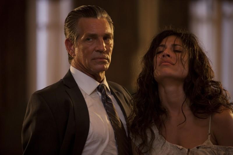 Eric Roberts e Giselle Itié in un'immagine del film The Expendables