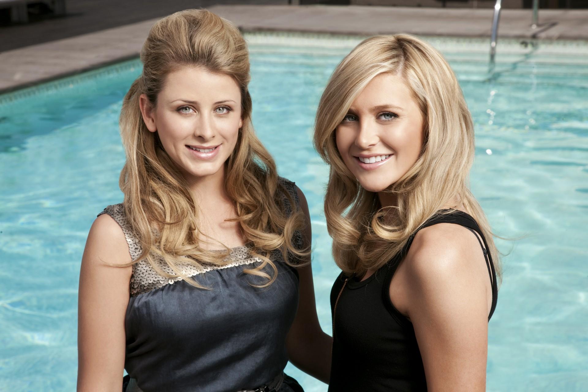 Wallpaper: Lauren (Lo) Bosworth e Stephanie Pratt per la stagione 6 di The Hills