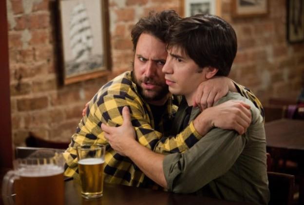 Charlie Day e Justin Long nella commedia Amore a mille... miglia