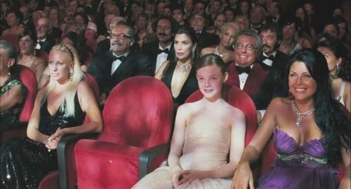 Elle Fanning nella scena della serata dei telegatti nel film Somewhere
