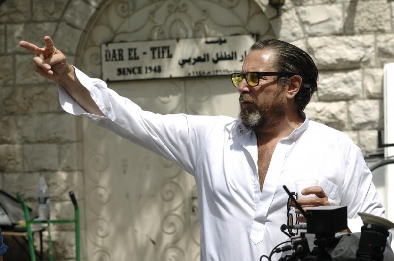 Il regista Julian Schnabel sul set del suo drammatico Miral