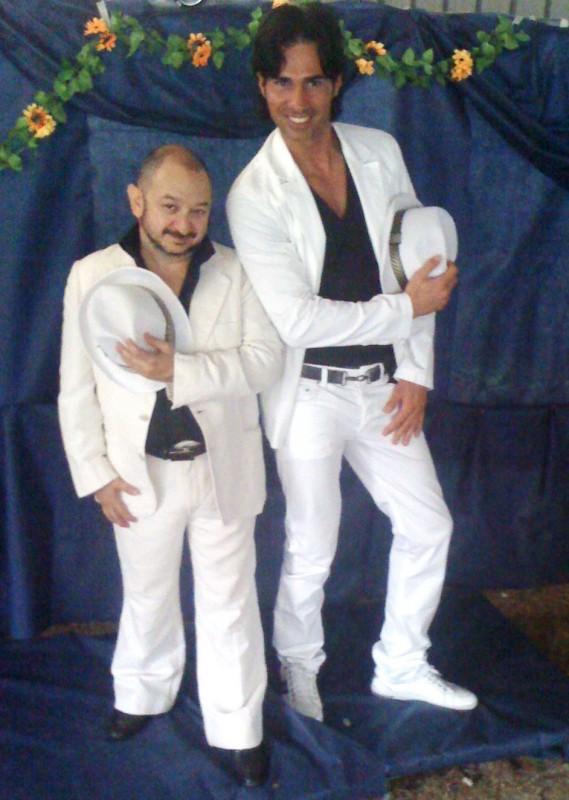Orfeo Orlando e Cristian Gavioli nello spettacolo Dietro ogni scemo c\'e un villaggio