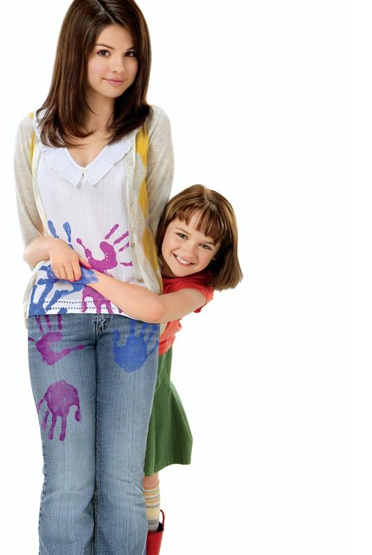 Selena Gomez e Joey King in un'immagine usata per il poster del film Ramona and Beezus