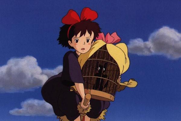 La piccola Kiki con Jiji in una sequenza di Kiki consegne a domicilio