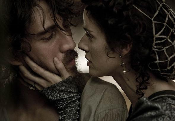 Alberto Ammann e Leonor Watling nel film Lope