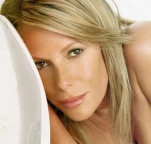 Alessia Marcuzzi posa sensuale per il fotografo