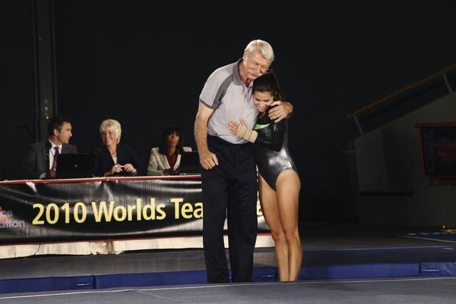 Béla Károlyi e Josie Loren nell'episodio At The Edge of the Worlds di Make it or Break it