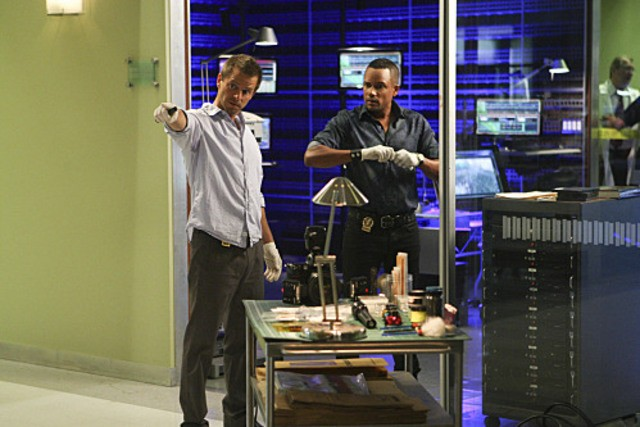 Carmine Giovinazzo ed Hill Harper nell'episodio The 34th Floor di CSI: New York