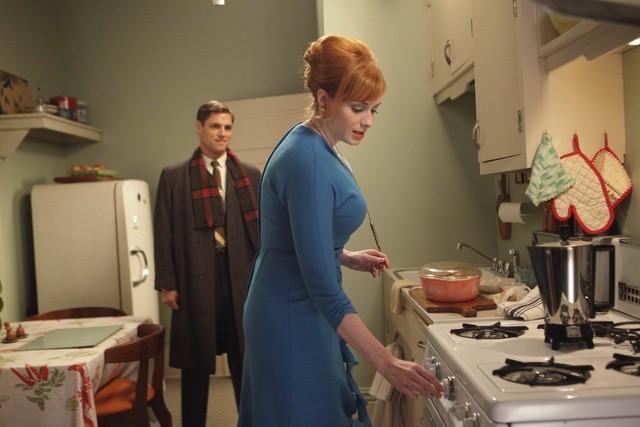 Christina Hendricks e Sam Page nell'episodio The Good News di Mad Men