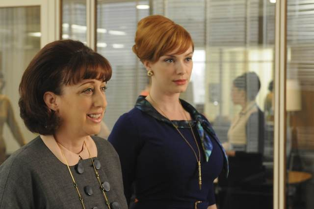 Christina Hendricks in una scena dell'episodio The Rejected di Mad Men