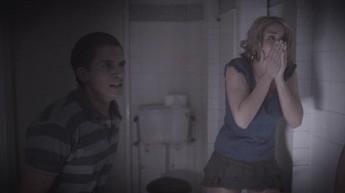 Gemma Atkinson e Gabriel Thomson in una scena dell'horror 13Hrs