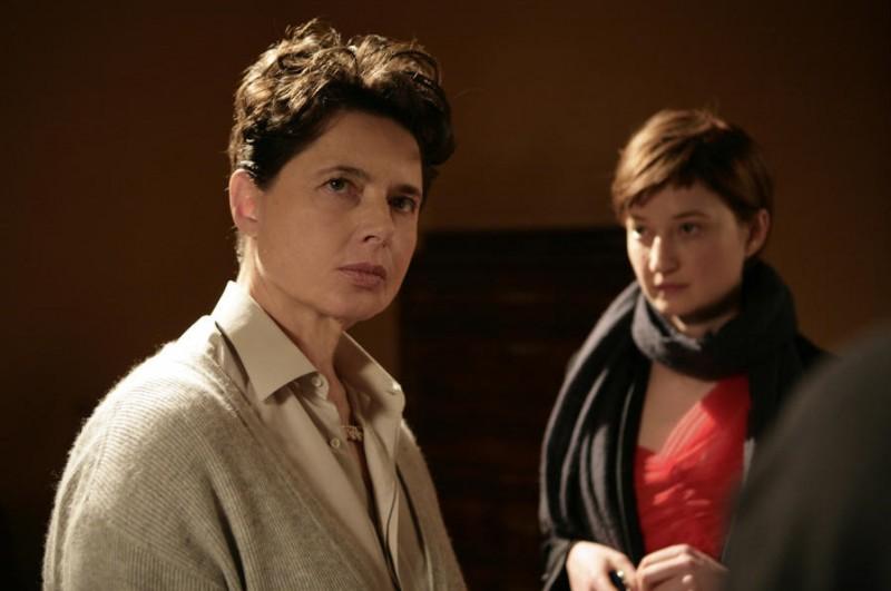 Isabella Rossellini e Alba Rohrwacher in un'immagine del film La solitudine dei numeri primi