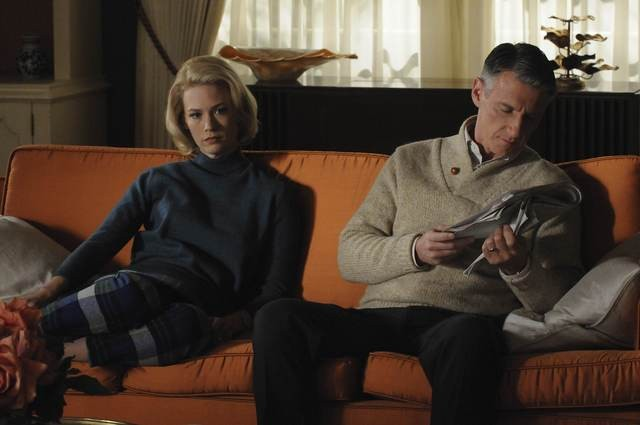 January Jones e Christopher Stanley nell'episodio The Chrysanthemum and the Sword di Mad Men