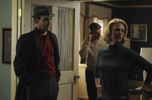 January Jones e Jon Hamm in una scena dell'episodio The Chrysanthemum and the Sword di Mad Men