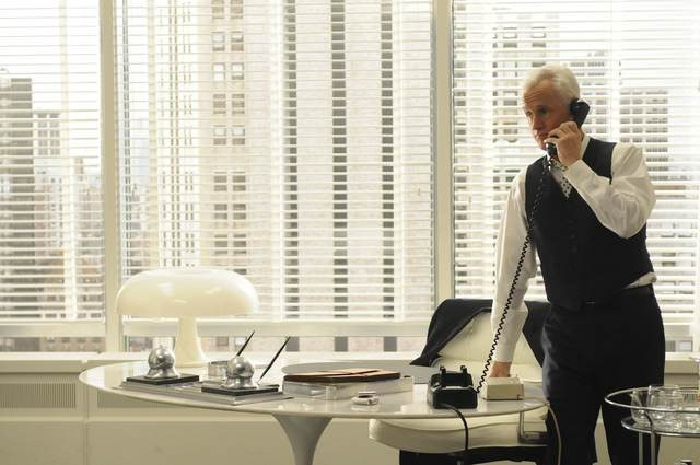 John Slattery nell'episodio Christmas Comes But Once A Year di Mad Men