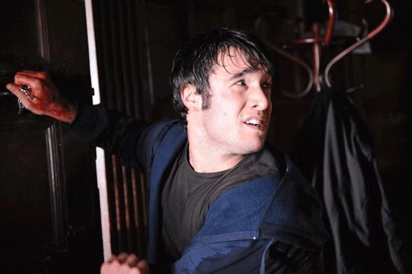 Joshua Bowman in una scena dell'horror 13Hrs