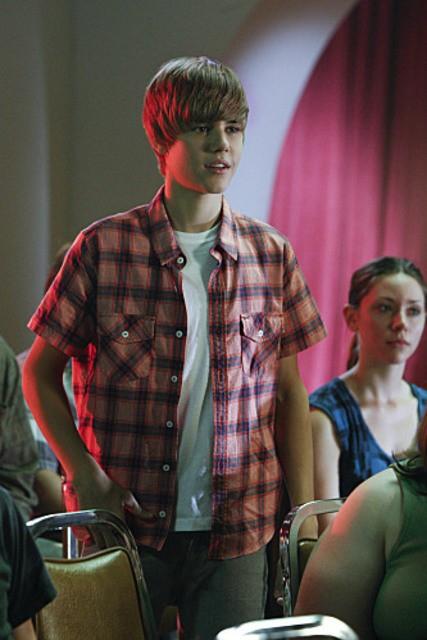 Justin Bieber in una scena dell'episodio Shock Waves di CSI