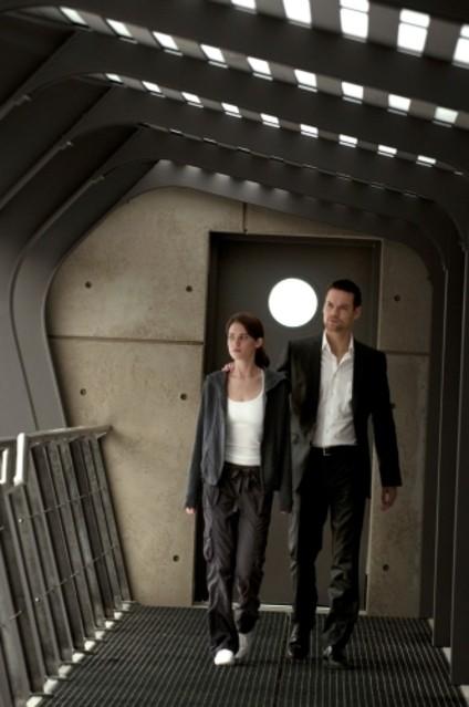 Lyndsy Fonseca e Shane West nel ruolo di Alex nel pilot della serie Nikita della CW