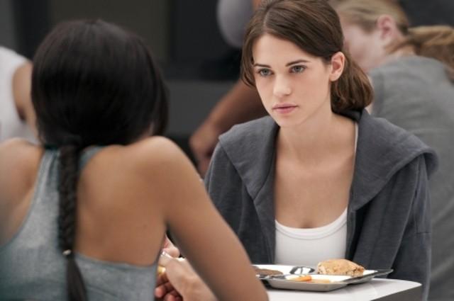 Lyndsy Fonseca e Tiffany Hines nel ruolo di Alex nel pilot della serie Nikita della CW